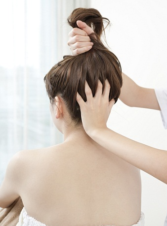 hot-oil-hair-massage-to-control-hairfall