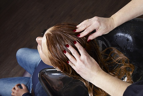 hot-oil-hair-massage-to-stop-hairfall