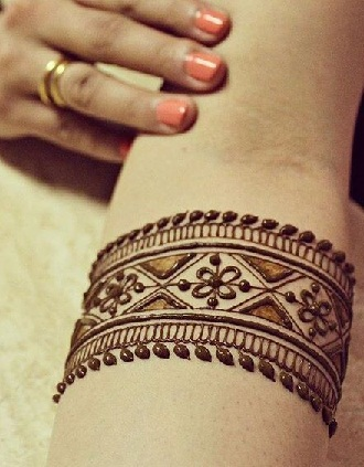 Linear Mehndi Designs