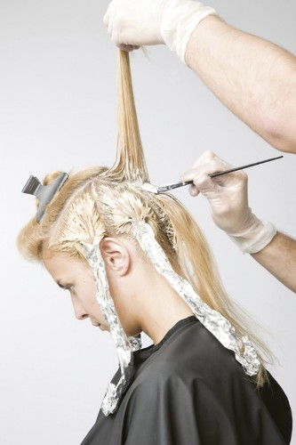 4 Easy Steps to Bleach Hair
