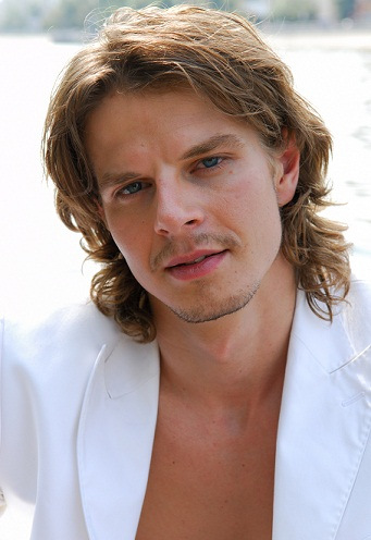 Long hairstyles for men - Cascading Curls