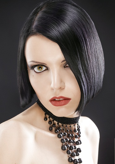Straight black hairstyles for round faces - Short and dark edgy