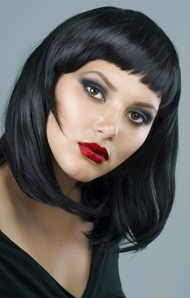Straight black hairstyles for round faces - horizontal straight bob