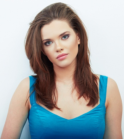 Straight hairstyles for round faces 8