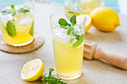 lemon-juice-to-remove-dandruff-permanently