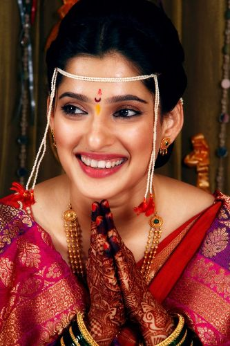 maharashtrian bridal hairstyle1