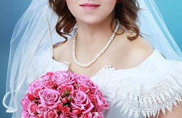 Top 9 Bridal Hairstyles For Round Faces