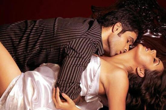 Imran hashmi mallika sherawat kissing