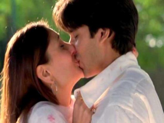 Shahid Kapoor Hot Kiss