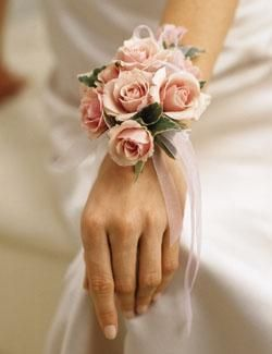 Fresh Flower Ring You Can Wear It On Any Occasion Preferably Your Pre Wedding Shoot This Is The Most Trending Jewelry