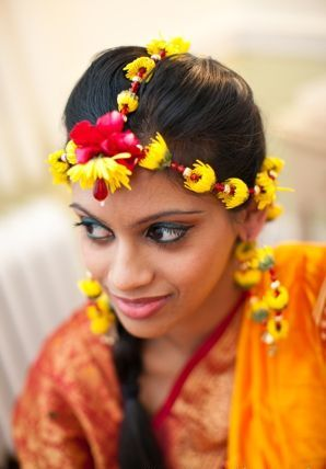 Gold Flower Jewellery For Mehndi Designs