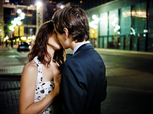 how to kiss a girl for the first time2
