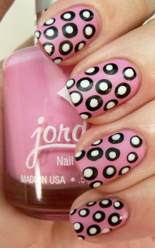 polka dot nail1