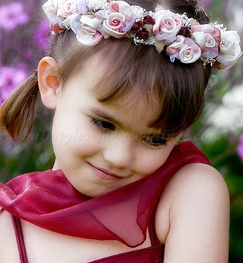 Flower Band Wedding Hairstyle For Flower Girl