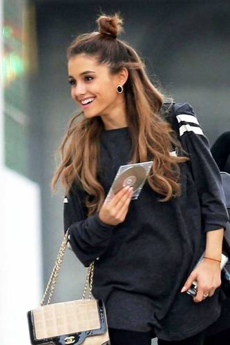 9 Pictures Of Ariana Grande Without Makeup Styles At Life