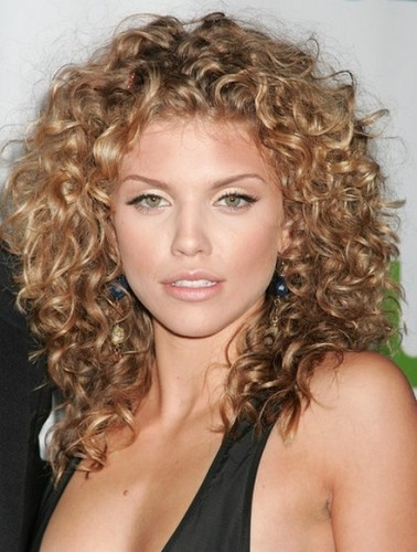 9 Best And Cute Medium Curly Hairstyles For Women Styles