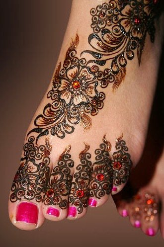 Pakistani bridal mehndi for the feet
