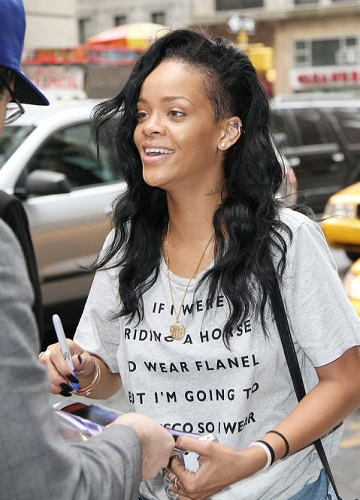 Rihanna without makeup1