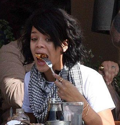Rihanna without makeup6