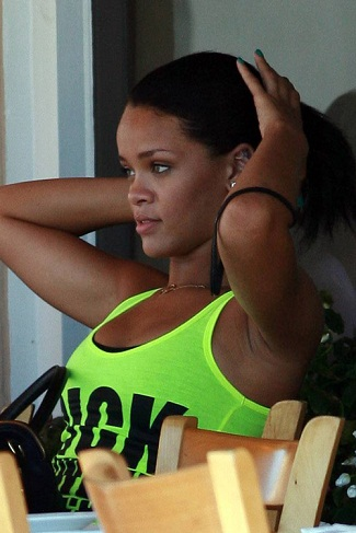 Rihanna without makeup7