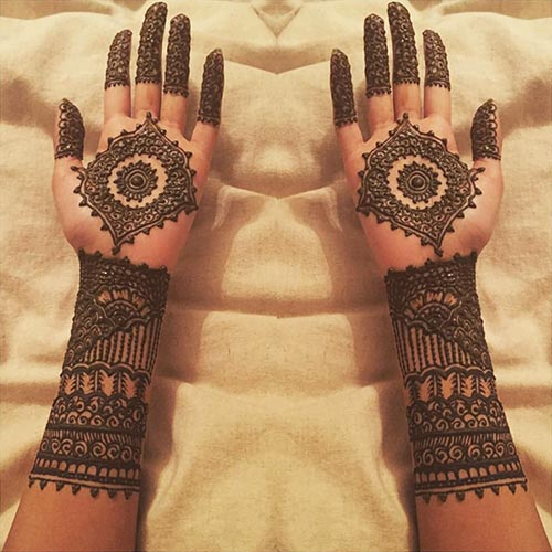 curvy mehndi design for the wrists