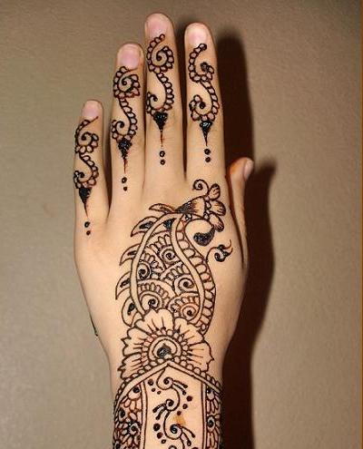 simple mehndi for wedding purposes