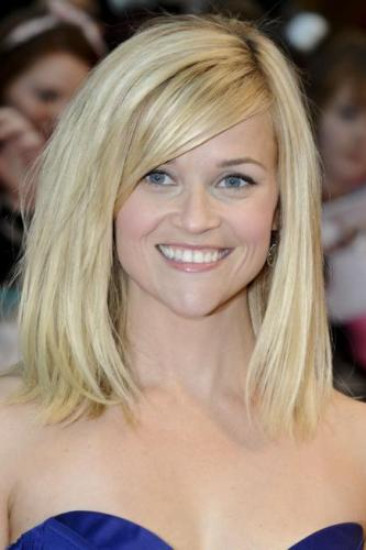 15 Latest Medium Length Straight Hairstyles and Haircuts in 2019