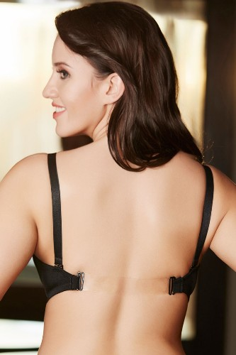 2801b7149b 9 Amazing Backless Bras And Wearing Tips
