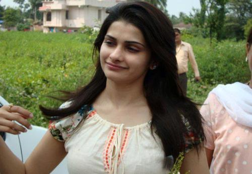 Prachi Desai without makeup 2