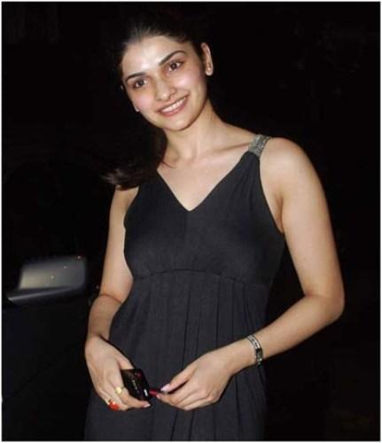 Prachi Desai without makeup 3