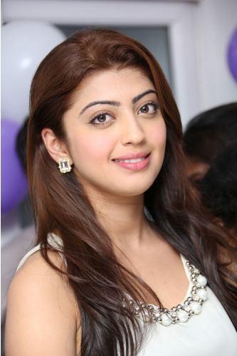 Pranitha without makeup 7