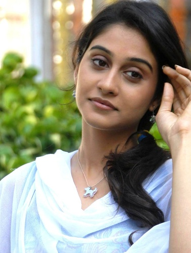 Regina Cassandra without makeup 6