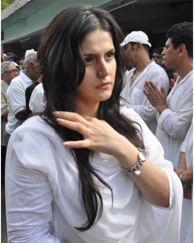 Zarine khan without makeup  2