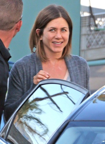 Jennifer Aniston without makeup 9