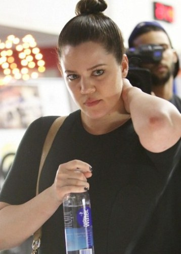 Khloe Kardashian without makeup 3