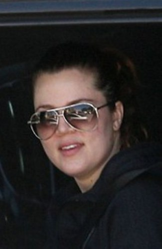 Khloe Kardashian without makeup 4