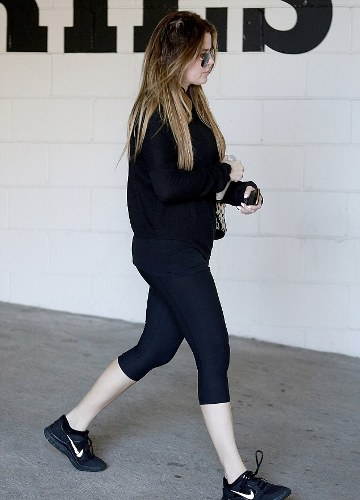 Khloe Kardashian without makeup 6
