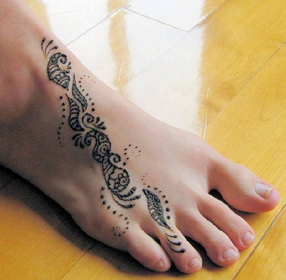 simple foot mehndi design