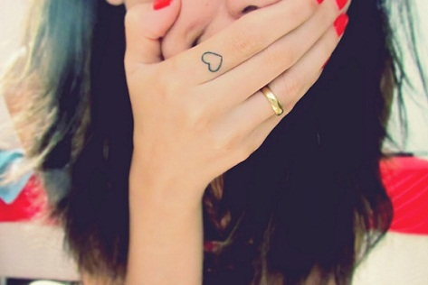 small tattoo designs for girl on finger