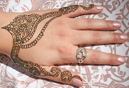 de6161f6a This lovely design is inspired by the Paisley mehndi designs. It decorates  the backhand of any girl giving it a unique look. A combination of branches  made ...