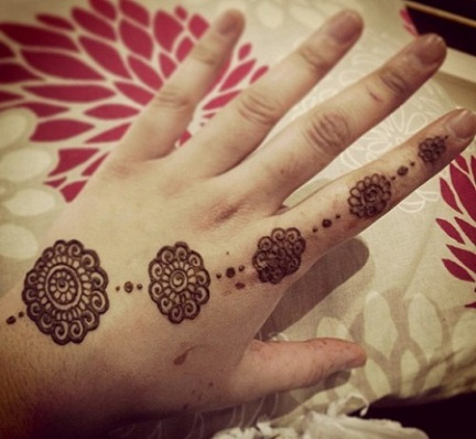 Simple And Easy Mehandi Designs 61
