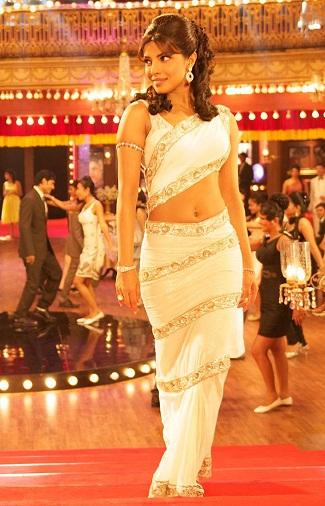 Unique ways to wear a saree 2