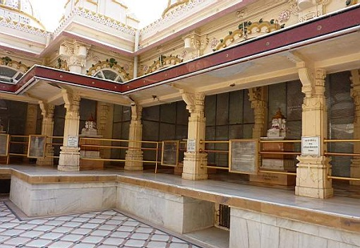 temples in surat