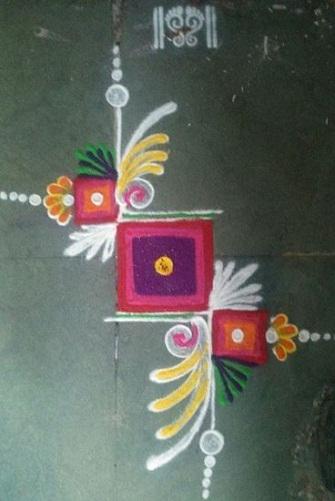 Geometric Rangoli Designs - Sqaure Arc Rangoli