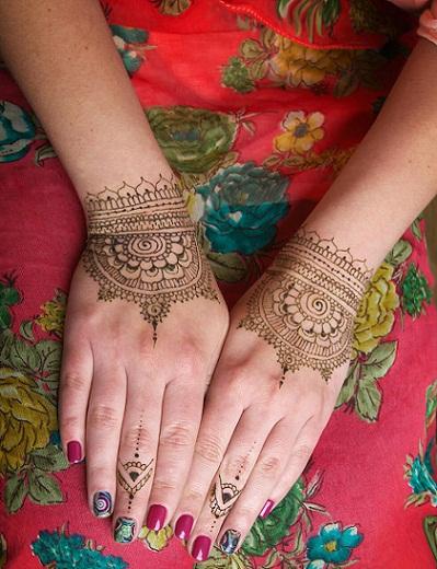 Quick Mehendi Designs-Bangle Style Mehendi Design