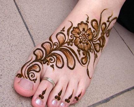 Quick Mehendi Designs-Petal Designs