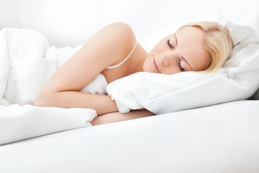 how to burn calories-Proper sleep woman