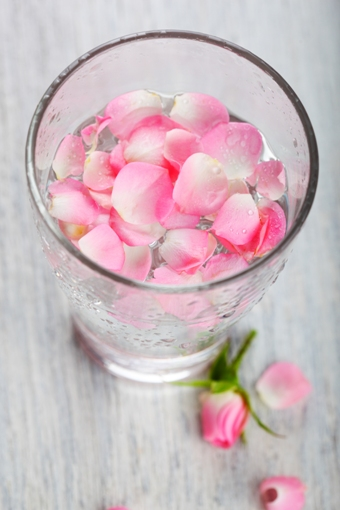 how to burn calories-Rose petal water