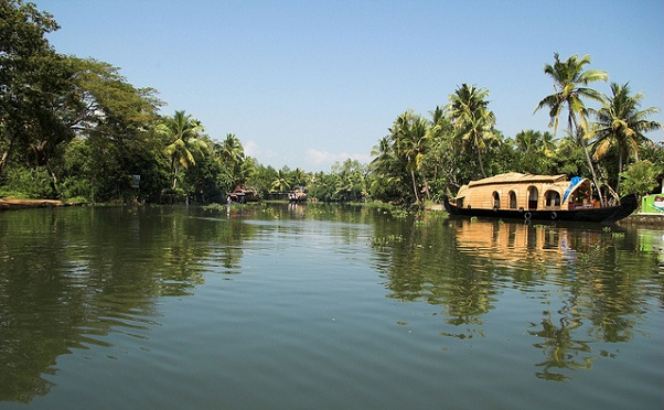 honeymoon-places-on-a-budget_backwaters-kerala