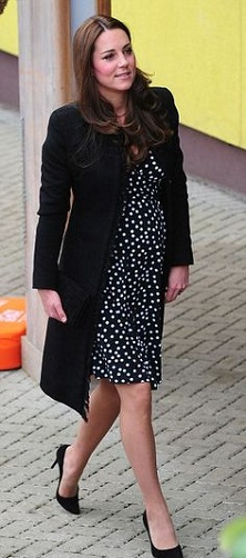 Summer Dresses During Pregnancy - The Polka Dot Queen